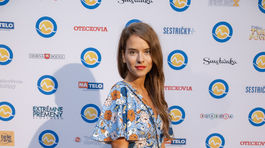 Herečka Kristína Svarinská stavila na vzorované kratšie letné šaty.