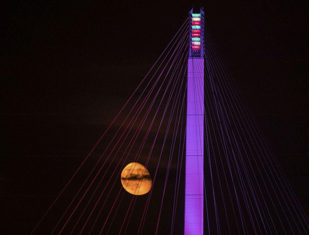 Nebraska,  Mesiac, most ,noc, svetlá