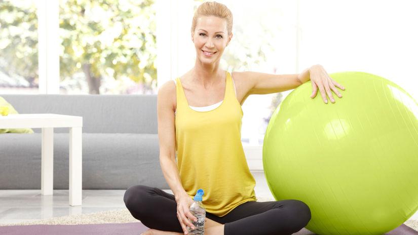 cvičenie, fit lopta, osteoporóza, chrbtica, fitnes