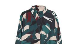Šaty s abstraktným vzorom v prírodných jesenných farbách od značky Lindex. Predávajú sa za 34,99 eura.