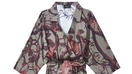 Šaty s potlačou leopardov a prírody značky Mohito, predávajú sa za 24,99 eura.