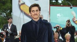 Herec Luca Marinelli si prišiel po hlavnú hereckú cenu.