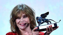 Herečka Emmanuelle Seigner prevzala cenu Grand Jury Prize pre svojho manžela - režiséra Romana Polanskeho.