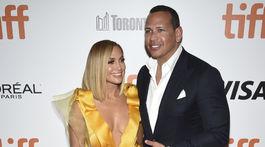 Herečka Jennifer Lopez a jej snúbenec Alex Rodriguez spoločne na premiére filmu Hustlers.