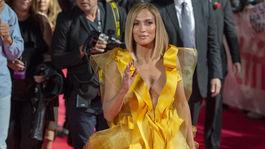 Herečka Jennifer Lopez prichádza na gala premiéru filmu Hustlers na festivale v Toronte.