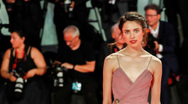 Herečka Margaret Qualley v kreácii Gucci.