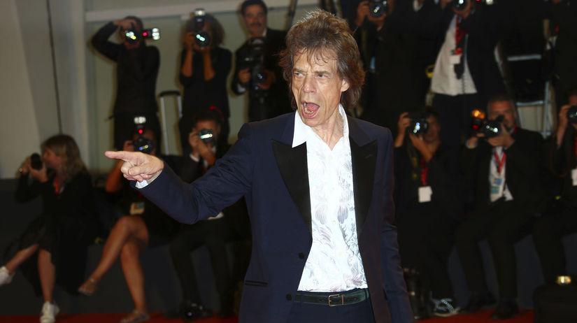 Spevák a herec Mick Jagger na filmovom...