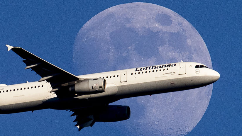 lietadlo, Lufthansa, Mesiac, letisko,...