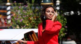 Madalina Ghenea - nohavicový kostým