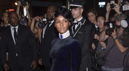 Speváčka Janelle Monae prichádza na šou Ralph Lauren v New Yorku.