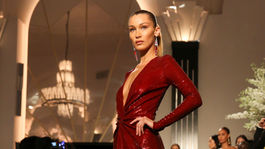 Topmodelka Bella Hadid v kreácii Ralph Lauren Jar/Leto 2020.