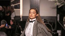 Topmodelka Gigi Hadid predvádza model z kolekcie Ralph Lauren na Jar a Leto 2020.