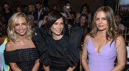 Zľava: Herečky Sarah Michelle Gellar, Lucy Liu a Alicia Silverstone na prehliadke Christian Siriano v New Yorku.