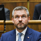Pellegrini odmieta vyjadrenia Macrona o povinnom prerozdeľovaní migrantov
