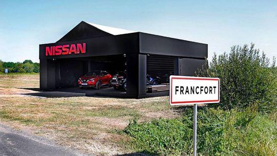 Nissan sa vysmieva z autosalónu vo Frankfurte. Postavil si vlastný