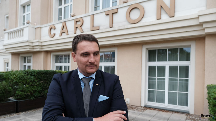 hotel Carlton, Róbert Tóth