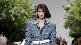 Modelka Kaia Gerber predvádza kreáciu amerického návrhára Michaela Korsa na prehliadke v rámci týždňa módy v New Yorku.