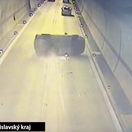 Dráma v tuneli Sitina. Vodič zaspal, auto sa prevrátilo v plnej rýchlosti