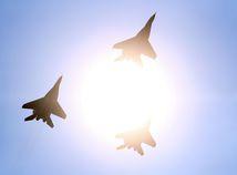 Neznáme vojenské lietadlá zasiahli proiránske ciele pri hranici s Irakom