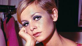 Záber z roku 1967 - typický vzhľad topmodelky Twiggy, ktorý ju kedysi preslávil.