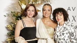 Speváčka Dara Rolins (v strede) ako diva večera. S kolegyňami Luciou Lužinskou (vľavo) a Beátou Dubasovou.