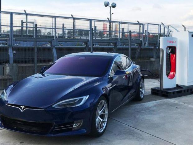Tesla - špeciál pre Nurburgring