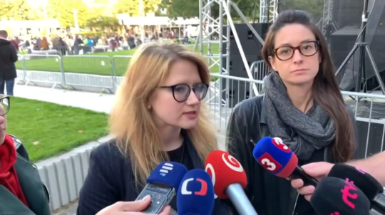Karolína Farská, Eva Lavríková
