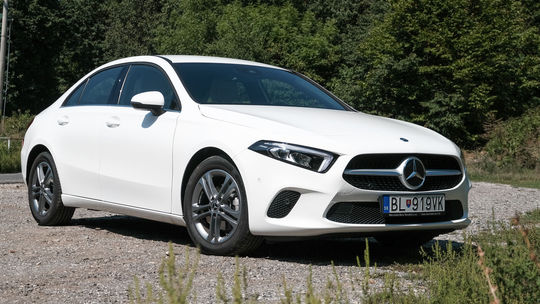 Test: Mercedes A 180d Sedan – prémia v kompaktnom balení