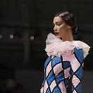 Modelka Bella Hadid nechýbala na prehliadke značky Moschino.