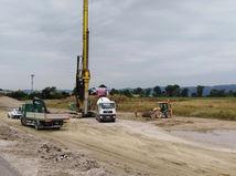 Na diaľnici D1 rastie s novou Triblavinou osem pruhov. Pozrite si video