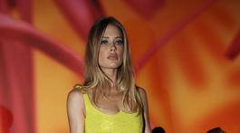 Topmodelka Doutzen Kroes medzi hosťami prehliadky Versace Jar/Leto 2020.