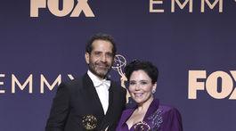 Herci Tony Shaloub (vľavo) a Alex Borstein boli ocenení za vedľajšie výkony v seriáli The Marvelous Mrs. Maisel.