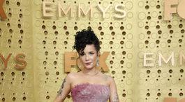Speváčka Halsey prišla v róbe Rami Kadi.