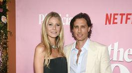 Herečka Gwyneth Paltrow a jej manžel Brad Falchuk vyzerali na premiére filmu The Politician naozaj zamilovane.
