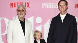 Režisér a scenárista Ryan Murphy (vľavo) so synom Loganom Millerom a manželom Davidom Millerom.