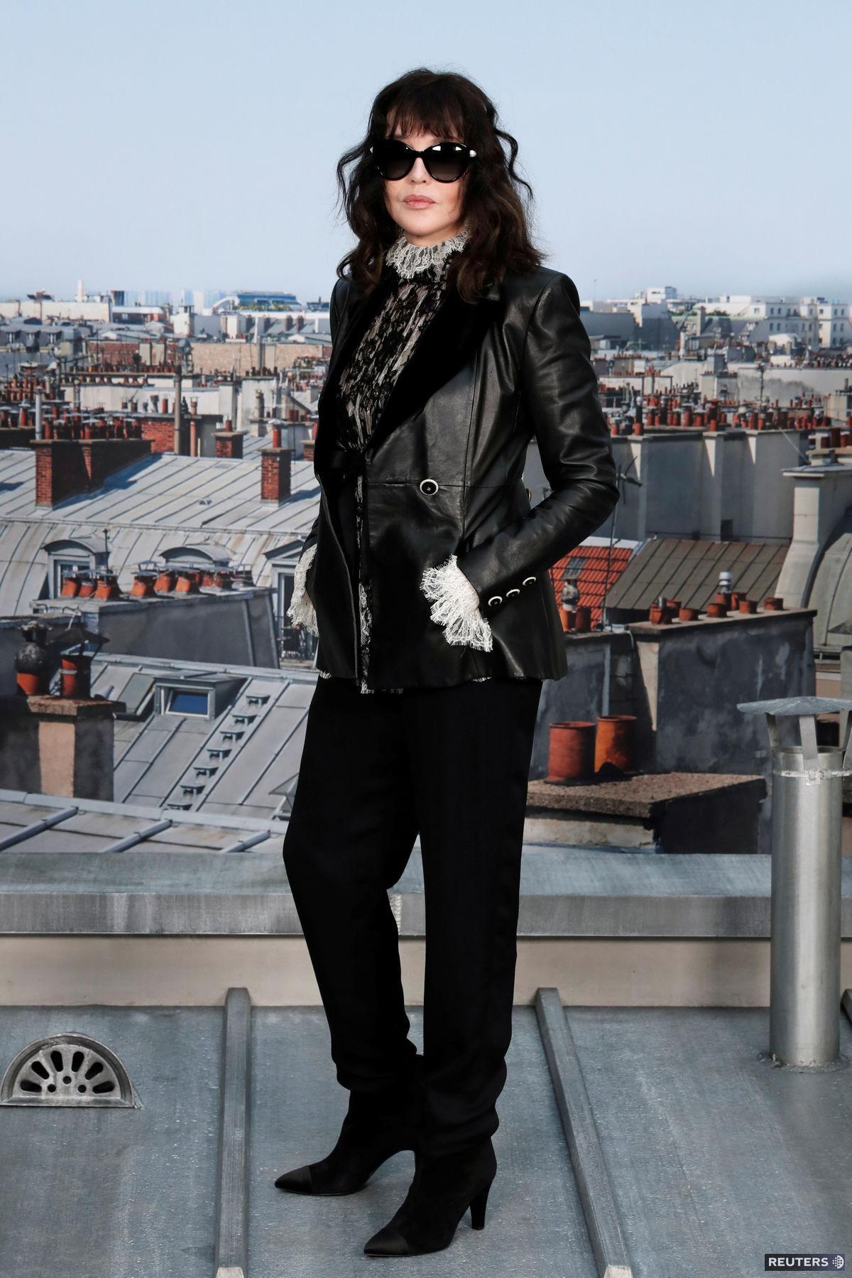 Herečka Isabelle Adjani pred prehliadkou značky...