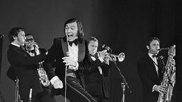 Spevák Karel Gott s orchestrom Ladislava Štaidla na vystúpení v niekdajšom ZSSR začiatkom 70-tych rokov.