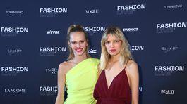 Topmodelky Alexandra Gachulincová (vľavo) a Barbora Brušková v šatách od Lukáša Macháčka.