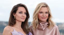 Angelina Jolie (vľavo) a Michelle Pfeiffer