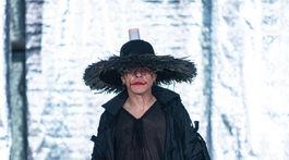 NI0 Herec Robo Roth ako model v kreácii od Pavla Dendisa na akcii Fashion LIVE! 2019.