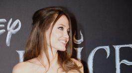 Herečka Angelina Jolie na rímskej premiére filmu Vládkyňa zla 2.