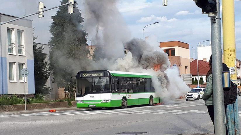 košice, autobus, dym, požiar
