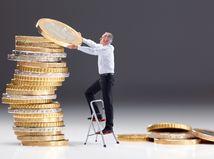 senior, dôchodca, dôchodok, peniaze, penzia, euro, mince