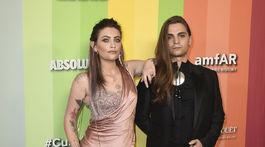 Paris Jackson a jej partner Gabriel Glenn spoločne na amfAR Gala Los Angeles.