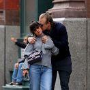 Herec David Harbour a speváčka Lily Allen prichytení v uliciach New Yorku.