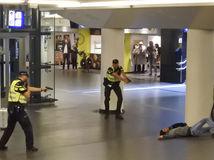 Holandsko / Amsterdam / Afganec / polícia / zadržanie /