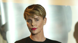 Herečka Charlize Theron na konferencii GEANCO Foundation Hollywood Gala.