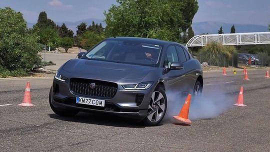 Jaguar I-Pace: Najlepšie auto roka má problém v losom teste!