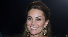 Vojvodkyňa Catherine z Cambridge sa zúčastnila na recepcii v Pakistane, na ušiach má náušnice Oniita.
