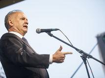 Kiska pred úradom vlády hovoril o ukradnutom a mafiánskom Slovensku